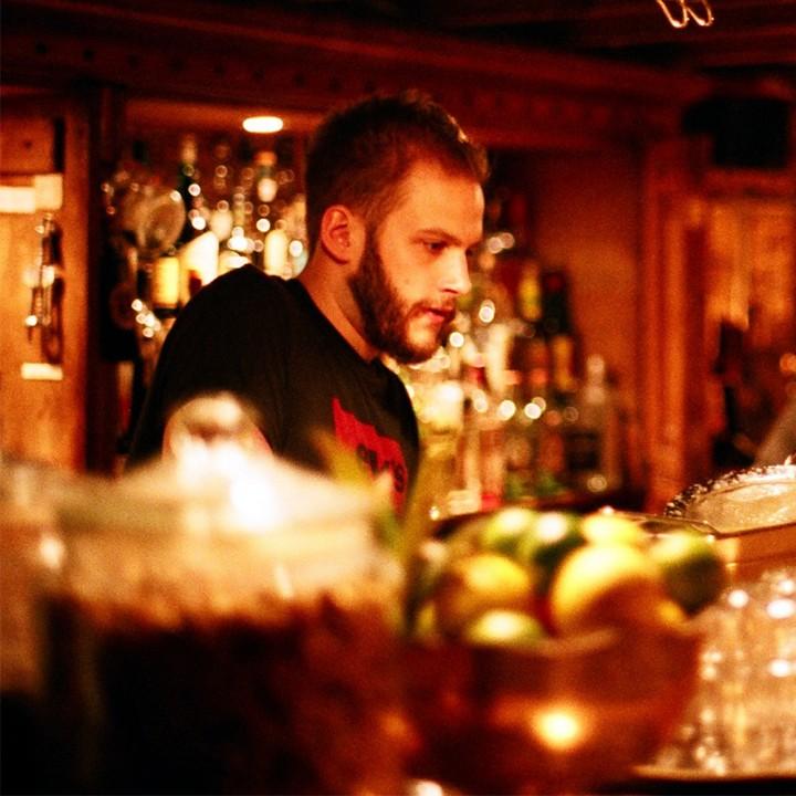 DiscountSuitCompany-Conor-cocktial-bar-london-crop-01