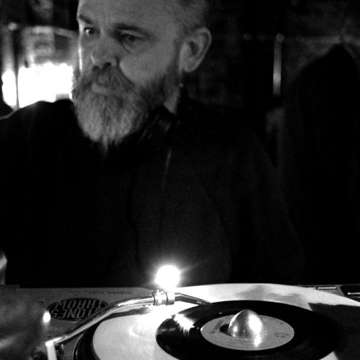 discountsuitcompany-Paul Day-DJ-cocktail-bar-london-edit-01